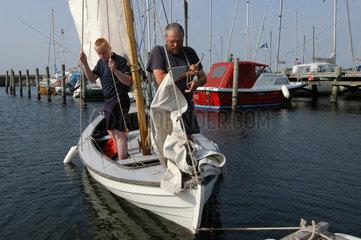 Ranum  Daenemark  Besucher im Ronbjerg Havn