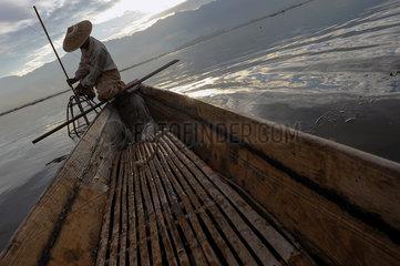 Nyaung Shwe  Myanmar  Fischer auf dem Inle-See