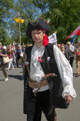 Warschau  Polen  Demonstrant in Piratenverkleidung