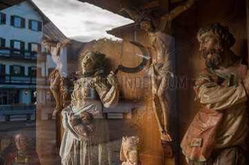 Oberammerga  Deutschland  religioese Holzschnitzereien in einem Geschaeft