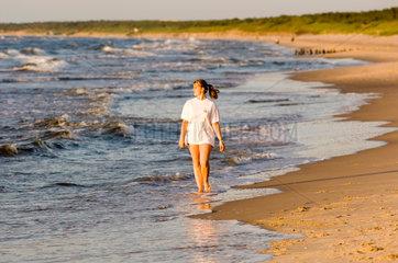 Wollin  Polen  Besucher am Strand