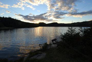 Bonavista  Kanada  Sonnenuntergang an einem einsamen Bergsee