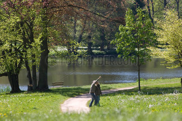 Putbus  Deutschland  Besucher im Schlosspark