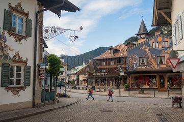Oberammerga  Deutschland  Haeuser mit Lueftlmalerei
