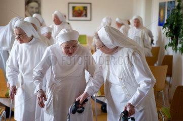 Heitersheim  Deutschland  Schwestern verlassen den Gemeinschaftsraum