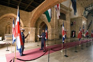 Santo Domingo  Dominikanische Republik  Eingang zum Mausoleum
