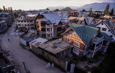 Srinagar  Indien  Blick ueber die Daecher von Srinagar