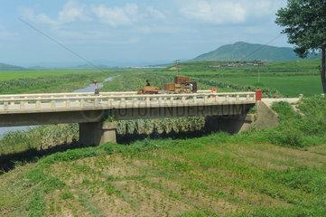 Dongnim  Nordkorea  Landschaft zwischen Sinuiju und Pjoengjang