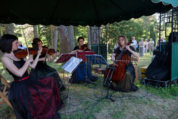 Kurnik  Polen  klassisches Konzert im Kornik Arboretum