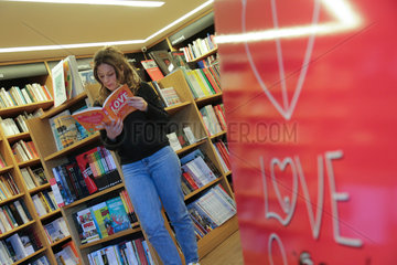 GREECE-ATHENS-KIFISSIA-VALENTINE'S DAY-EXCHANGING BOOKS