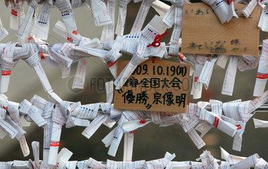 Tokio  Japan  Gebetszettel am Zojo-ji Tempel