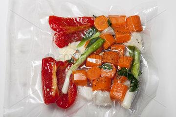 Sous-vide-Taschen mit gemischtem Gemuese