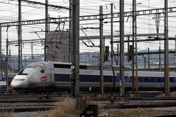 Zuerich  Schweiz  ein TGV 4410 bei der Einfahrt in den Hauptbahnhof