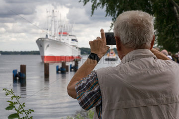 Kiel  Deutschland  Museumsschiff Cap San Diego vor der Schleuse von Kiel-Holtenau