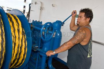 Papeete  Franzoesisch-Polynesien  Mitarbeiter auf der Aranui 3