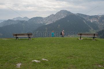 Rottach-Egern  Deutschland  Wanderer auf dem Wallberg