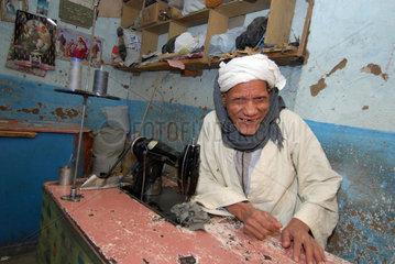 Esna  Aegypten  Portrait eines Schneiders
