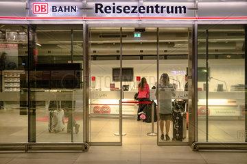Frankfurt  Deutschland  Reisezentrum der Deutschen Bahn AG am Flughafen Frankfurt