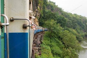 Kanchanaburi  Thailand  Bahnfahrt von Kanchanaburi nach Tam Kra Sae