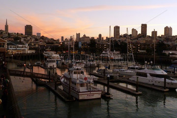 San Francisco  USA  Fisherman's Wharf mit Blick auf den Ortsteil Russian Hill