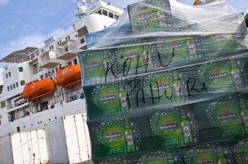 Papeete  Franzoesisch-Polynesien  Ent- und Beladung im Hafen
