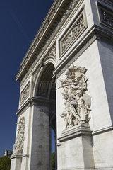 Paris  Frankreich - Der Triumphbogen  Wahrzeichen der franzoesischen Hauptstadt am Place Charles-de-Gaulle