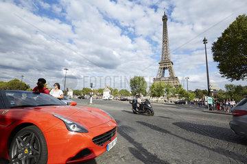 Paris  Ile-de-France  Frankreich - Blick ueber die Aveunue de New York auf den Eiffelturm  tour eiffel  dem Hauptwahrzeichen der franzoesischen Hauptstadt.