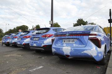 Paris  Ile-de-France  Frankreich - Taxen  die mit einer Brennstoffzelle elektrisch angetrieben werden stehen auf einem Parkplatz im Zentrum von Paris.
