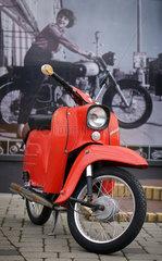 Berlin  Deutschland  eine Simson Schwalbe vor dem DDR-Motorrad-Museum