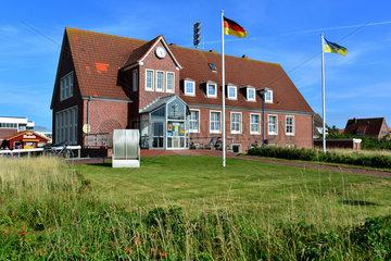 Baltrum  Deutschland  Gebaeude der Kurverwaltung auf der Nordseeinsel Baltrum