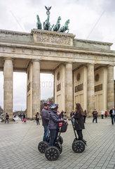 Touristen mit Segway