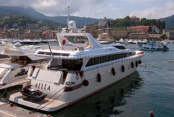 Santa Margaita  Italien  Luxusyacht im Hafen
