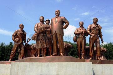 Nampo  Nordkorea  Bronzestatuen um Kim Il-Sung