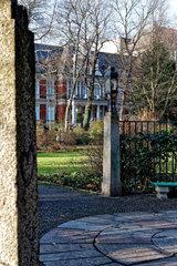 Berlin  Deutschland  Blick durch den Schustehruspark auf die Villa Oppenheim