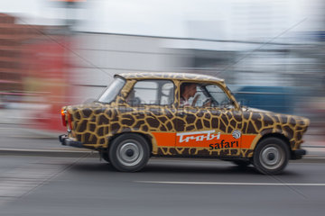 Berlin  Deutschland  ein Trabant von Trabi-Safari im Strassenverkehr