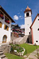 Moena  Italien  kleine Dorfkirche