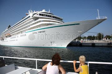 Rostock-Warnemuende  Deutschland  Kreuzfahrtschiff Crystal Symphony
