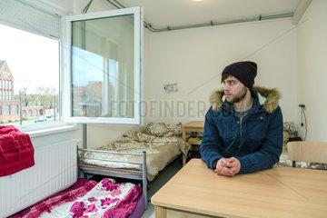 Bremen  Deutschland  syrischer Fluechtling im Uebergangswohnheim Ueberseetor