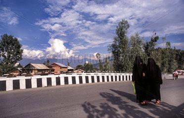 Srinagar  Indien  muslimische Frauen in Srinagar