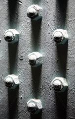 Symbolfoto  Schrauben und Muttern