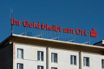 Cottbus  Deutschland  Werbung der Sparkasse Spree-Neisse auf einem Dach