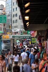 New York  USA  belebte Einkaufsstrasse im Stadtteil SoHo
