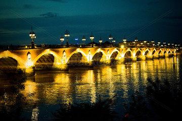 Illuminated arch bridge
