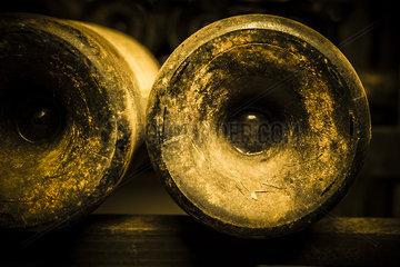 Indented bottom of wine bottles