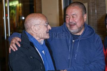 Ai Weiwei und Volker Schloendorff - Foto Call bei der Premiere des Films Human Flow in Berlin
