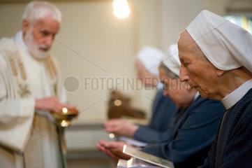 Heitersheim  Deutschland  Schwestern bei der Messe