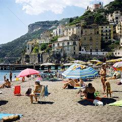 Minori  Italien  Strand von Minori an der Amalfikueste