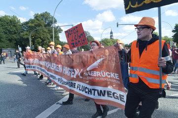 Demonstration gegen eine europaeische Abschottungspolitik und fuer sichere Fluchtrouten nach Europa
