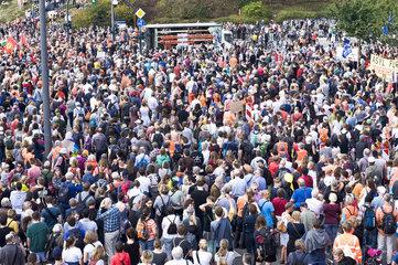Auftaktkundgebung  Demonstration gegen eine europaeische Abschottungspolitik und fuer sichere Fluchtrouten nach Europa
