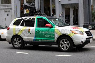 New York  USA  Auto mit Kamera von Google maps Street View